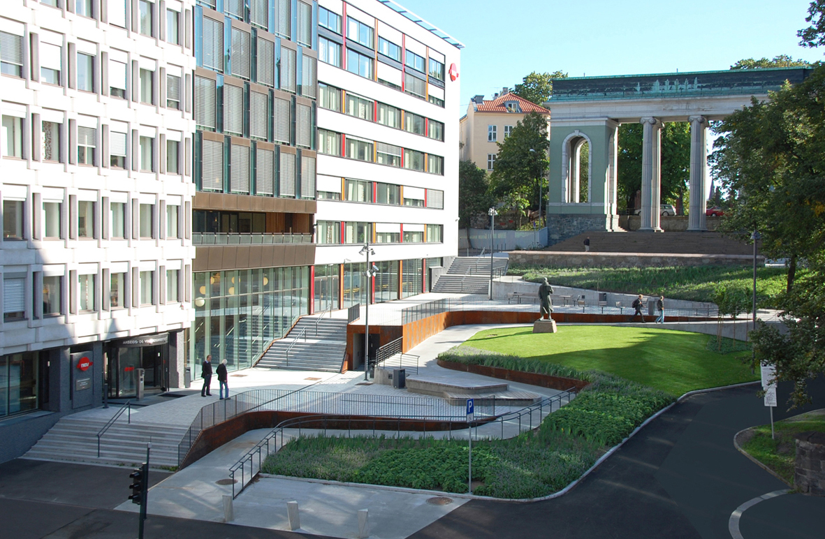 Зелене місце в центрі Осло пристосоване до людей, що користуються візком
