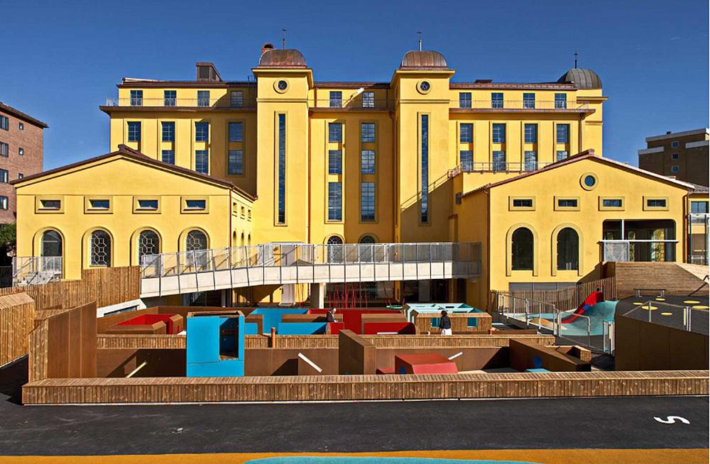 Будівля фабрики з дитячим садком